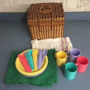 Wicker Picnic Basket with Plastic Dishes & Cutlery